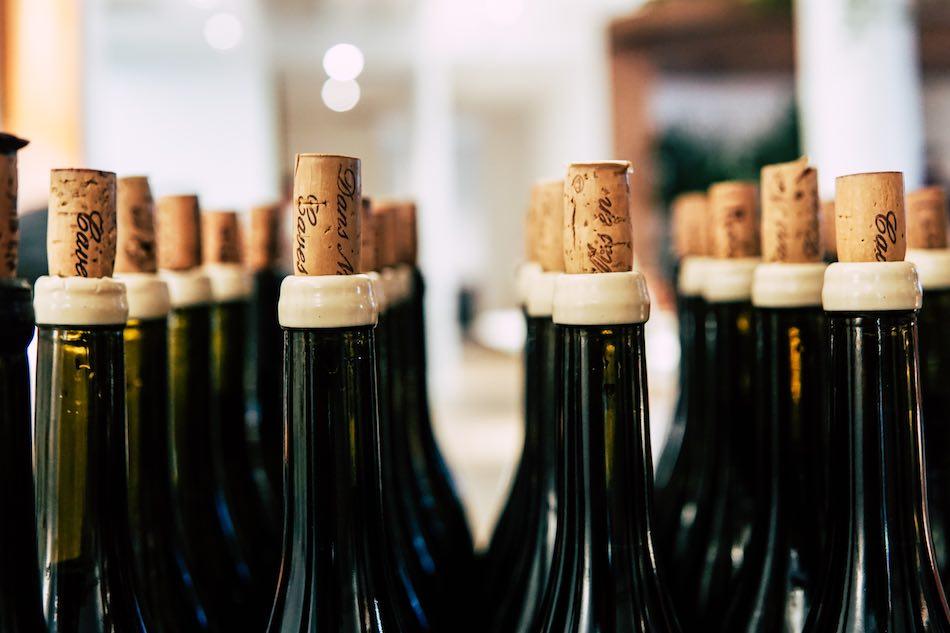 Bouteilles de vin avec bouchon