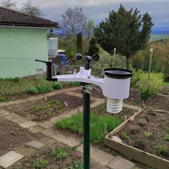 station météo dans jardin